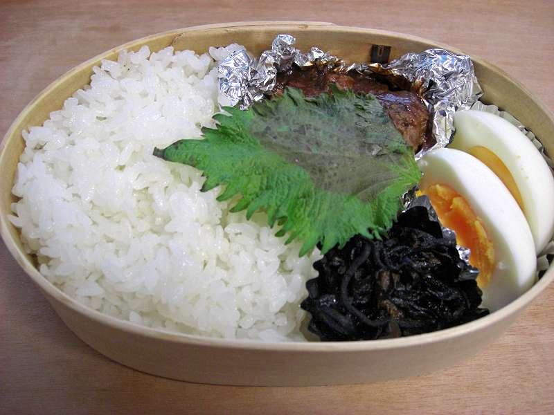 ハンバーグ ひじきとレバー生姜煮