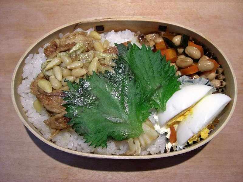豚肉とキャベツと松の実 ナンプラー炒め