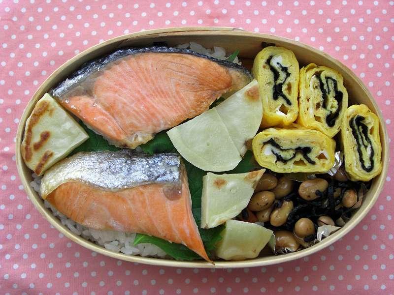 鮭とじゃがいも オーブン塩こしょう焼き 海苔入り卵焼き
