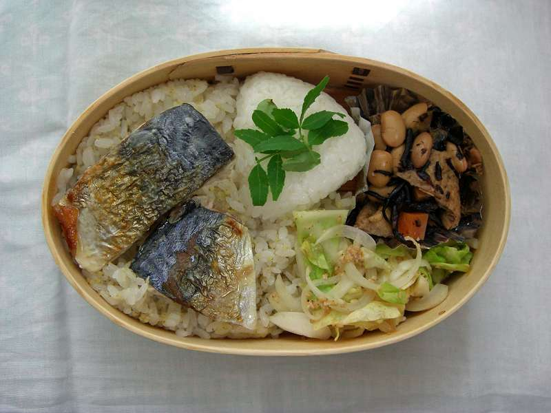 鯖塩焼き アワご飯、塩むすび