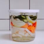 3つだけ。週末に作っておくと便利な保存おかず その2【野菜のシンプルピクルス】