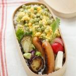 春のお豆弁当。グリーンピースの卵焼き乗せごはんなど。