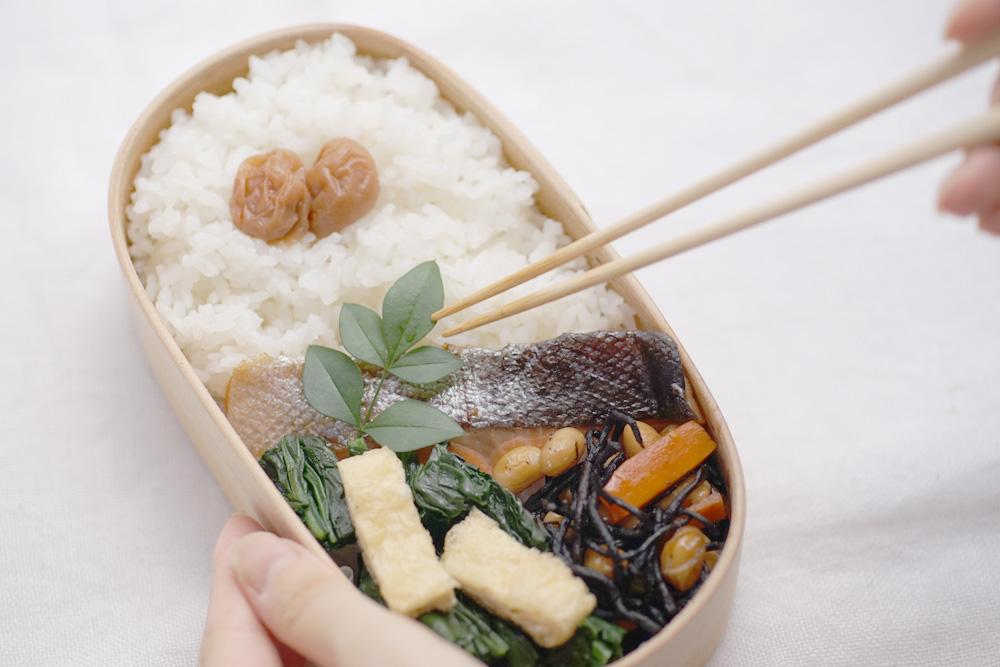 Salmon Yakibitashi (flavored soy source) Bento