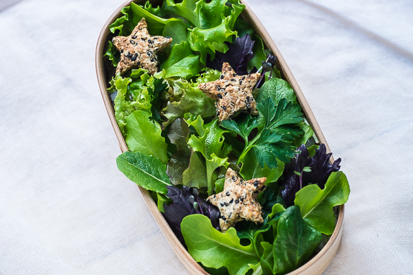 green-salad-with-sesame-cookies-bento-10