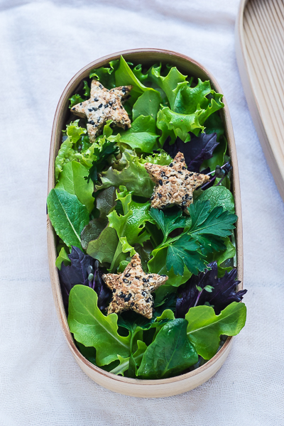 green-salad-with-sesame-cookies-bento-11