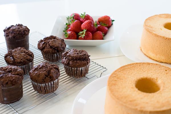 お菓子のメニューはチョコレートマフィン、マカロン、バニラシフォンケーキです。