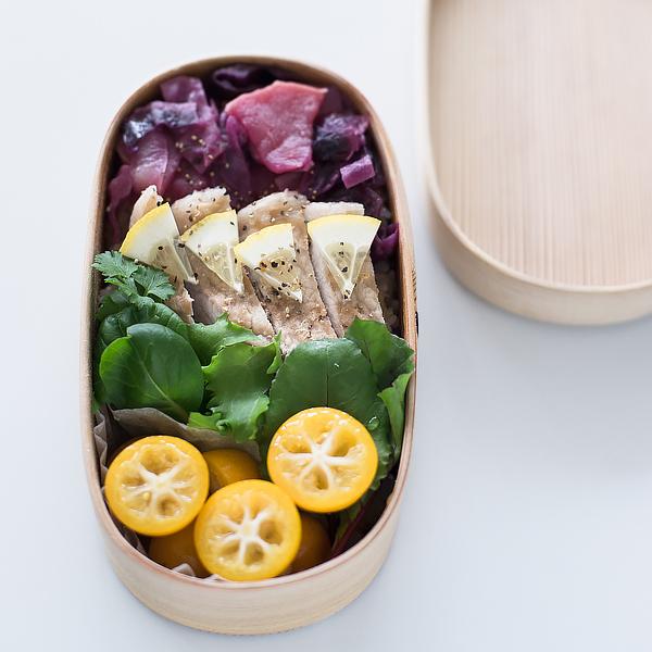 レモン風味の豚ロースご飯と、紫キャベツのブレゼ弁当。
