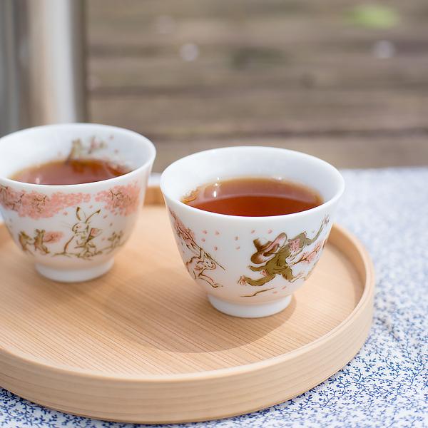 今年のお花見弁当は、パンと紅茶と曲げわっぱ。
