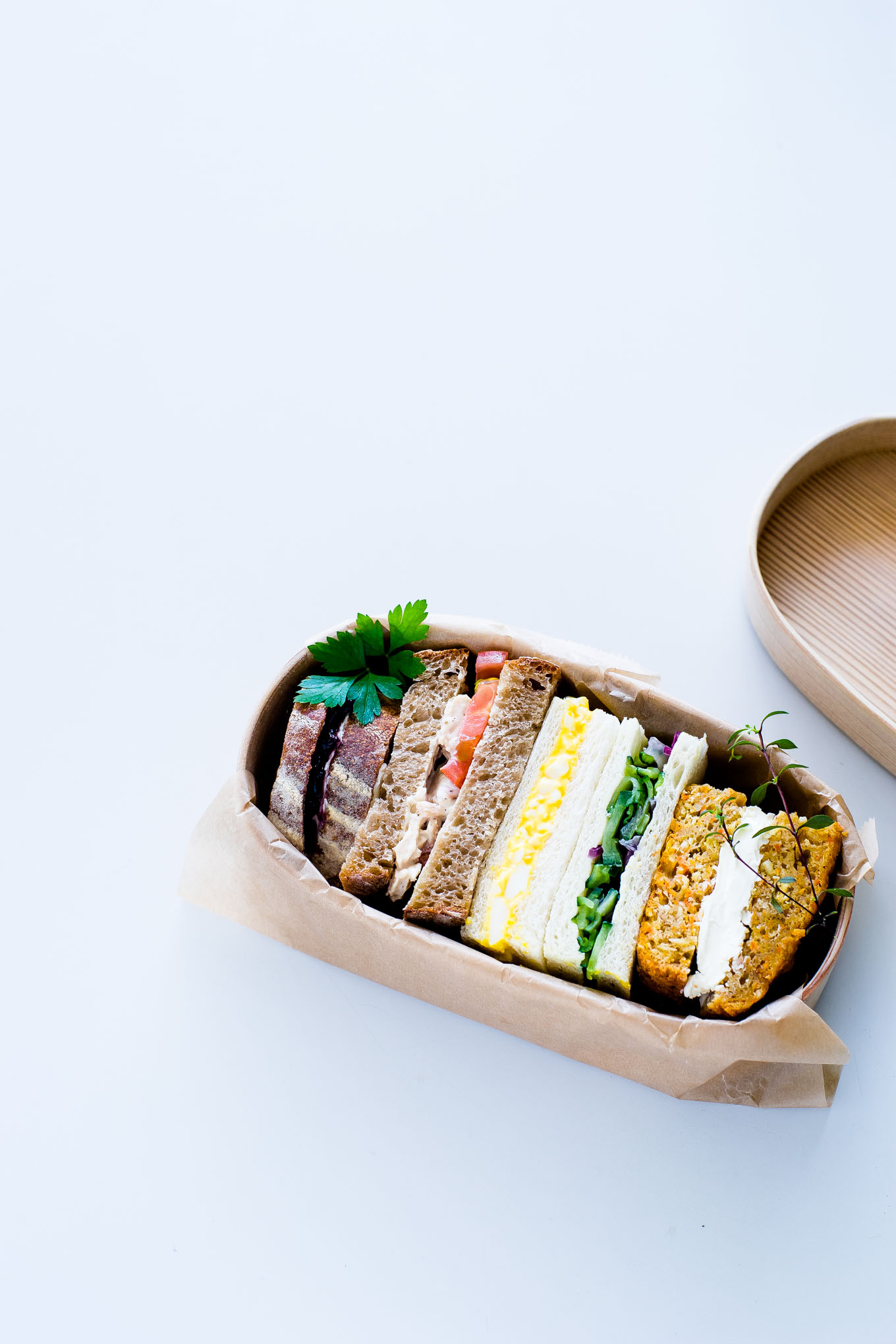 how-to-pack-a-sandwich-in-magewappa-bento-4