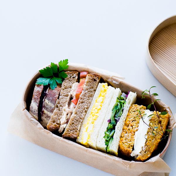 曲げわっぱにサンドイッチを詰めるときの大事なポイント。