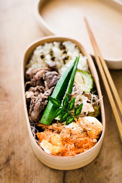 秋弁当をもうひとつ。牛肉とオクラの炒めもの+山椒醤油