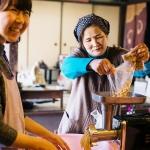 大豆のいい香り!丸岡味噌麹製造所さんで、白味噌作り体験。