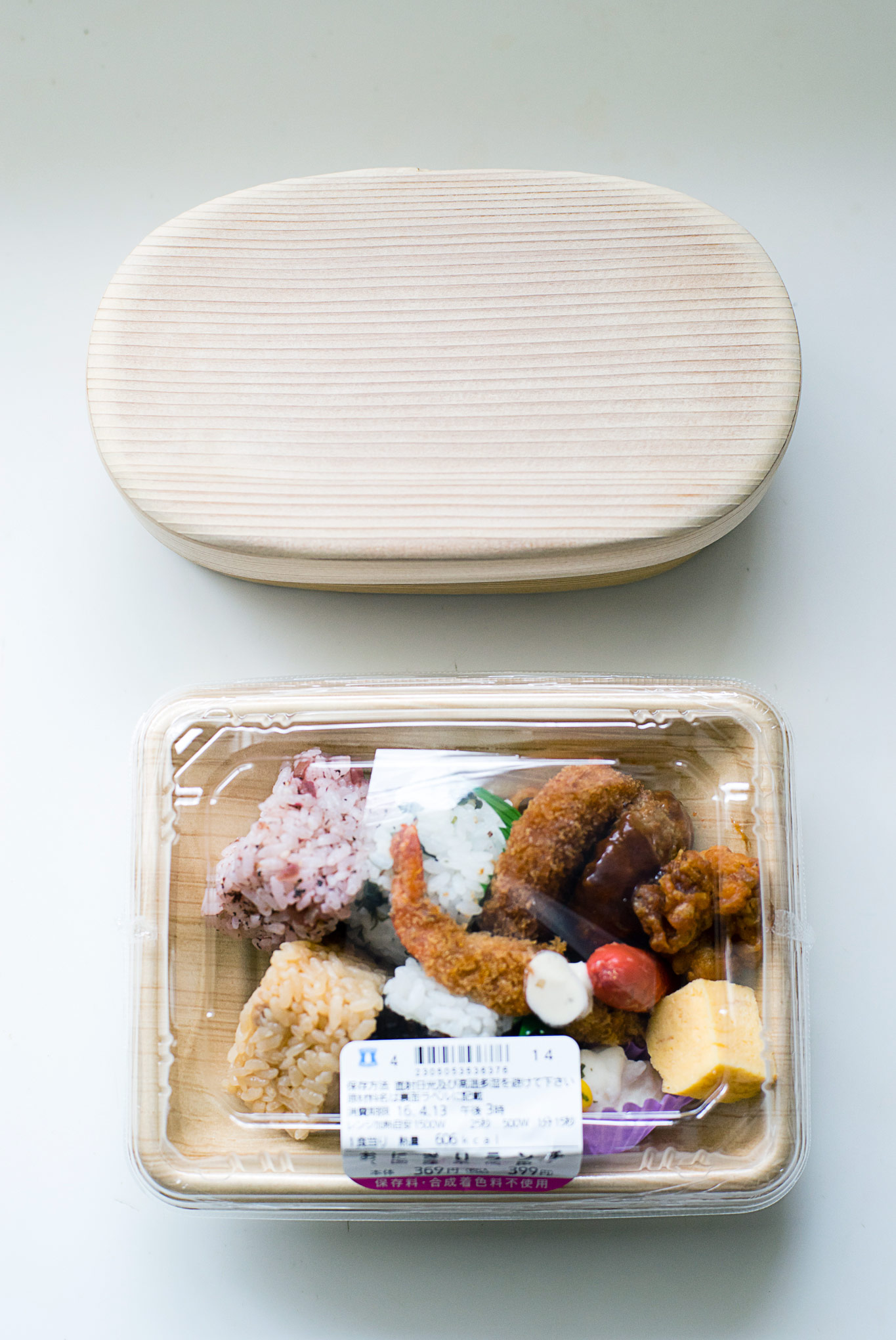 how-to-pack-convenience-store-bento-in-a-magewappa-lunch-box-3