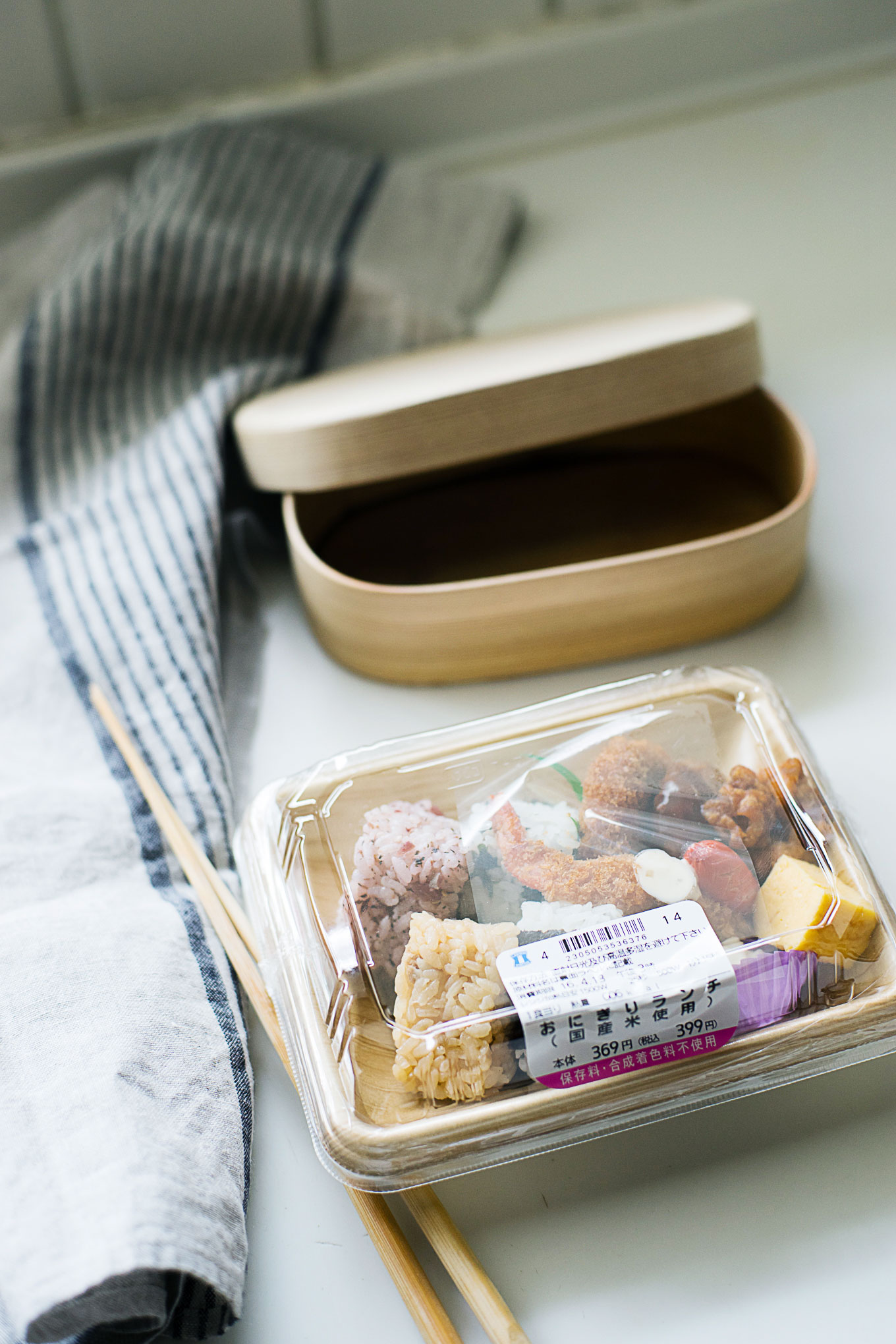 how-to-pack-convenience-store-bento-in-a-magewappa-lunch-box-4