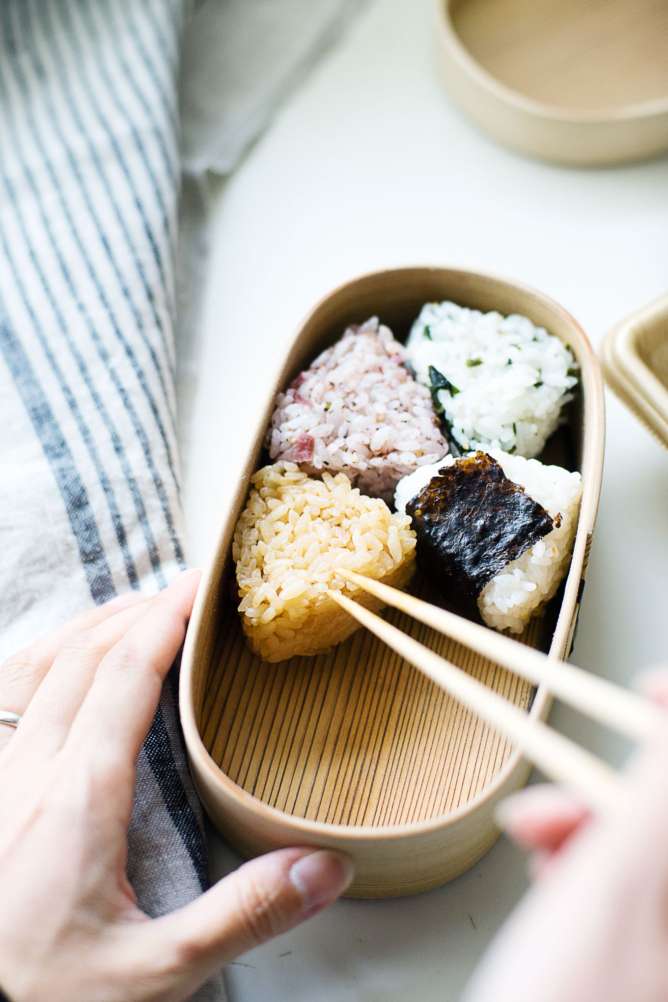 how-to-pack-convenience-store-bento-in-a-magewappa-lunch-box-6