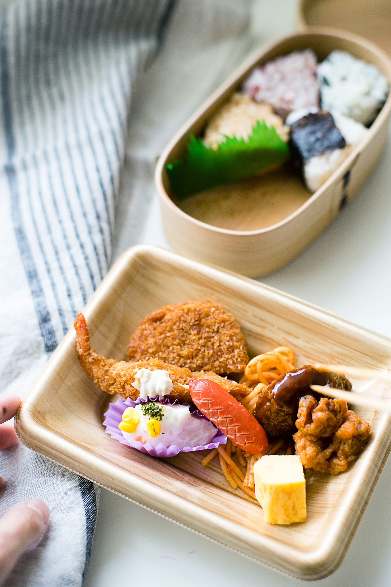 how-to-pack-convenience-store-bento-in-a-magewappa-lunch-box-7