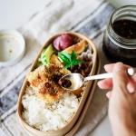 太刀魚のフライ弁当に、青唐辛子醤油をかけて。