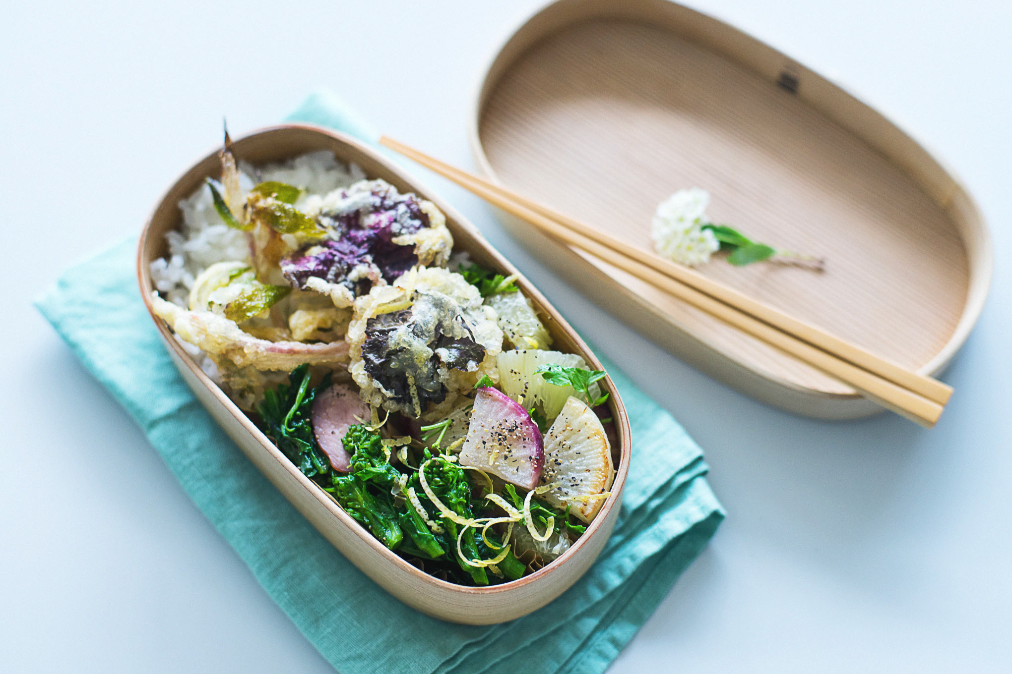 カリッサクッと春を感じる。ユキノシタで山菜の天ぷら弁当。
