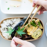 【お弁当の詰めかた・その5】タケノコの木の芽和えとブリの塩焼きをバランスよく詰めるコツ