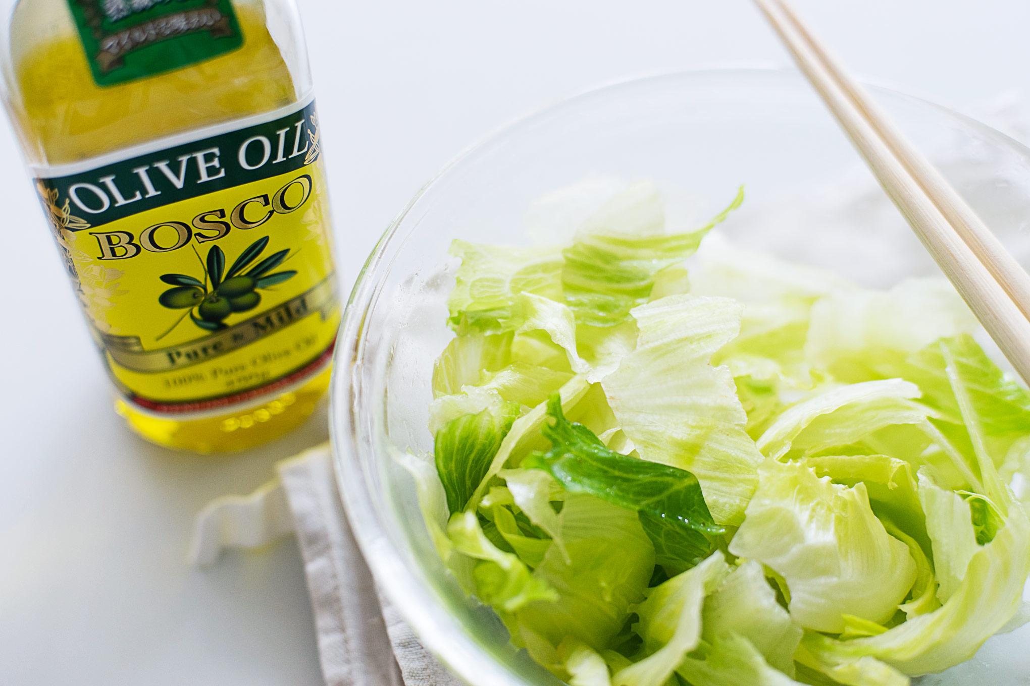 食べきれないレタスはちぎってオリーブオイルで和える作り置きがおすすめ