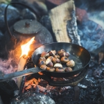 小さい栗は焚き火で焼き栗にしよう
