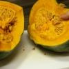 [:ja]ネットで見つけたかぼちゃの切り方を試してみたら、丸ごとから煮物サイズまで簡単に切れた![:]